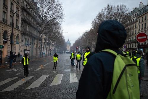 Gula Västarna: Gula Västarna Kan Triggas Efter Notre Dame-branden